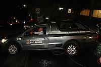 SAO PAULO, SP, 13.09.2013 - MORTE LUIZ GUSHIKEN - Corpo do ex-ministro Luiz Gushiken, que morreu no início da noite desta sexta-feira, 13, deixa o Hospital Sírio-Libanês, em São Paulo, onde estava internado em estado grave para tratar de um câncer. (Foto: Mauricio Camargo / Brazil Photo Press).