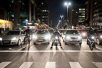 SAO PAULO, SP, 22.09.2014 -  Trânsito na avenida Paulista, no Dia Mundial Sem Carros no inicio da noite dessa segunda-Feira, 22 (Foto:Gabriel Soares/Brazil Photo Press)