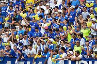 VARGINHA, MG,17 DE MARCO DE 2013 - CAMPEONATO MINEIRO 2013 - BOA ESPORTE x CRUZEIRO - Torcedores do Cruzeiro chegam ao estadio Melao em Varginha para o jogo entre Boa Esporte x Cruzeiro, valido pela 6 rodada do Campeonato Mineiro 2013. FOTO: DOUGLAS MAGNO / BRAZIL PHOTO PRESS