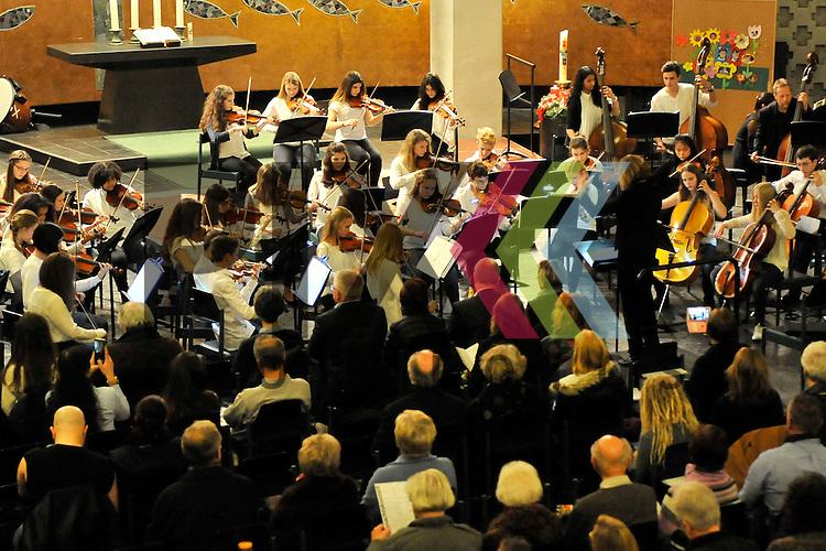 Ludwigshafen 04.12.16 Friedenskirche Weihnachtskonzert Staedtische Musikschule im Bild das Streichorchester unter der Leitung Beate Wiesel.<br /> <br /> Foto &copy; Ruffler For editorial use only. (Bild ist honorarpflichtig - No Model Release!)