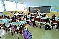 Sala de aula do ensino fundamental no bairro do Tatuapé em São Paulo. 2002. Foto de Juca Martins