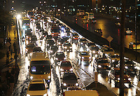BOGOTA-COLOMBIA-5-02-2013 .Tráfico pesadp por lluvia . heavy traffic... ( Photo / VizzorImage / Felipe Caicedo / Staff)..