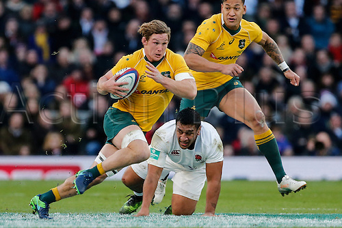 03.12.2016. Twickenham, London, England. Autumn International Rugby. England versus Australia.  Michael Hooper of Australia on the ball.   Final score: England 37-21 Australia.