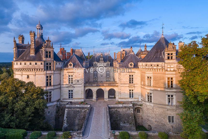France, Sarthe (72), Le Lude, château et jardins du Lude, la façade ouest (vue aérienne)