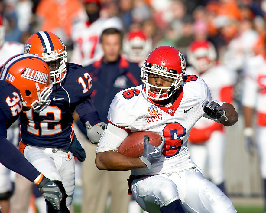 December 5, 2009 - Champaign, Illinois, USA -   Fresno State receiver Chastin West (6) carries the ball in the game between the University of Illinois and Fresno State at Memorial Stadium in Champaign, Illinois.  Fresno State defeated Illinois 53 to 52..