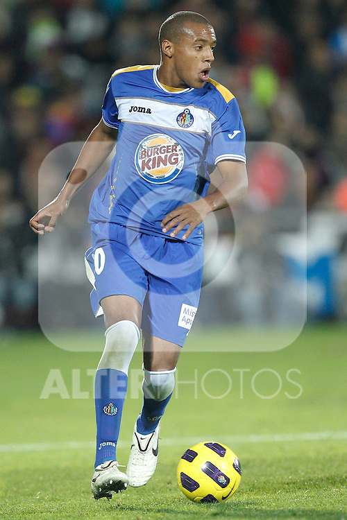 GETAFE, Madrid (07/11/2010).- Spanish League match Getafe vs Barcelona. Getafe's Pablo Pintos...Photo: Cesar Cebolla / ALFAQUI