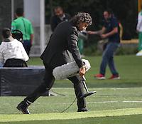 BOGOTA -COLOMBIA, 21-08-2016. Leonel Alvarez director técnico del Medellín durante el encuentro contra Santa Fe  por la fecha 9 de la Liga Aguila II 2016 disputado en el estadio Metropolitano de Techo./ Leonel Alvarez Coach of Medellin in actions against  of Santa Fe    during match for the date 9 of the Aguila League II 2016 played at Metroplitano de Techo  stadium . Photo:VizzorImage / Felipe Caicedo  / Staff