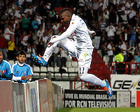 MANIZALES - COLOMBIA -23-02-2014: Jose Izquierdo, jugador de Once Caldas celebra el gol anotado durante  partido de la fecha séptima por la Liga de Postobon I 2014 en el estadio Palogrande en la ciudad de Manizales. / Jose Izquierdo, player of Once Caldas celebrates a goal scored during a match for seventh date of the Liga de Postobon I 2014 at the La Independencia stadium in Manizales city. Photo: VizzorImage  / Santiago Osorio / Str.