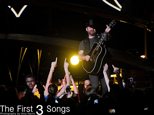 Kristian Bush of Sugarland performs at Blossom Music Center on May 13, 2011 in Cleveland, Ohio.