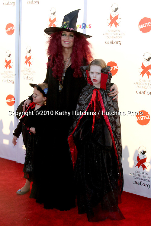 LOS ANGELES - OCT 30:  Melora Hardin , her children arrives at the 17th Annual Dream Halloween benefiting CAAF at Barker Hanger on October 30, 2010 in Santa Monica, CA