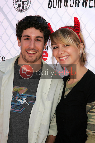 Jason Biggs and guest<br />at The 5th Annual BowWowWeen Benefit Presented by Dog.com. Barrington Dog Park, Los Angeles, CA. 10-29-06<br />Dave Edwards/DailyCeleb.com 818-249-4998