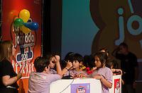 SAO PAULO, SP, 13.12.2013 - VII JORNADA DE MATEMATICA - Alunos de escolas públicas, de cidades do estado de São Paulo, competem na VII Jornada de Matemática, que acontece no auditório da Uninove, na Barra Funda, região oeste da capital, na tarde desta sexta feira, 13. (Foto: Alexandre Moreira / Brazil Photo Press)