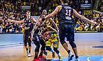 Jordan CRAWFORD (#1 MHP Riesen Ludwigsburg) \Cameron WELLS (#22 S.Oliver Baskets Wuerzburg) \Kresimir LONCAR (#11 S.Oliver Baskets Wuerzburg) \ beim Spiel in der BBL, MHP Riesen Ludwigsburg - S.Oliver Baskets Wuerzburg.<br /> <br /> Foto &copy; PIX-Sportfotos *** Foto ist honorarpflichtig! *** Auf Anfrage in hoeherer Qualitaet/Aufloesung. Belegexemplar erbeten. Veroeffentlichung ausschliesslich fuer journalistisch-publizistische Zwecke. For editorial use only.