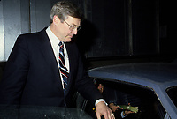 Le ministre des finances du canada Michael Wilson retourne a sa limousine apres son discours a la tribune du Cercle canadien de Montreal, le 5 juin 1985.<br /> <br /> PHOTO : Agence Quebec Presse - Pierre Roussel