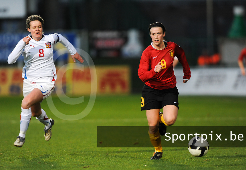 Belgium - Czech Republic : Marjorie De Rammelaere in de spurt tegen Lucie Heroldova (links).foto DAVID CATRY / Vrouwenteam.be