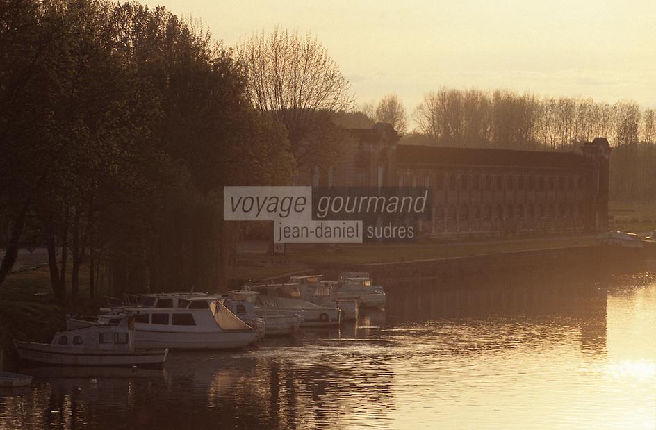 Europe/France/Poitou-Charentes/16/Charente/Jarnac: Les quais de la Charente