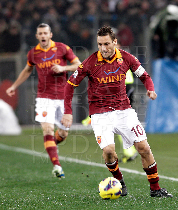 Calcio, semifinale di andata di Coppa Italia: Roma vs Inter. Roma, stadio Olimpico, 23 gennaio 2013..AS Roma forward Francesco Totti in action during the Italy Cup football semifinal first half match between AS Roma and FC Inter at Rome's Olympic stadium, 23 January 2013..UPDATE IMAGES PRESS/Riccardo De Luca
