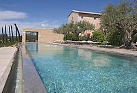 """Europe/France/Provence-Alpes-Cote d'Azur/Alpes-Maritimes/Vaucluse/Saint-Saturnin-les-Apt: Hotel restaurant """"Les Andéols"""" la piscine du domaine"""