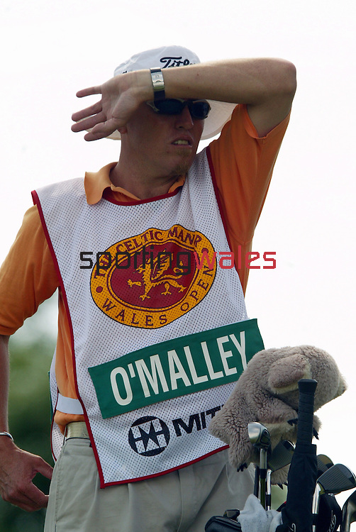 Peter O'Malley caddie.Wales Open 2004.Celtic Manor Resort - Wentwood Hills.©Steve Pope.Sportingwales.com.07798 83 00 89.The Manor .Coldra Woods.Newport.South Wales.NP18 1HQ