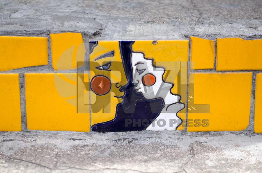 RIO DE JANEIRO,RJ, 05.01.2019 - COTIDIANO-RJ - Cenas do dia. Escadaria selerón, do artista chileno radicado no Brasil  desde 1983, Jorge Selerón. um dos cartões postais da Lapa, Rio de Janeiro (05) (Foto: Vanessa Ataliba/Brazil Photo Press)