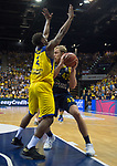 15.05.2018, EWE Arena, Oldenburg, GER, BBL, Playoff, Viertelfinale Spiel 4, EWE Baskets Oldenburg vs ALBA Berlin, im Bild<br /> <br /> Armani MOORE (EWE Baskets Oldenburg #4)<br /> Luke SIKMA (ALBA Berlin #43 )<br /> Foto &copy; nordphoto / Rojahn