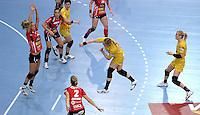 EHF Champions League Handball Damen / Frauen / Women - HC Leipzig HCL : SD Itxako Estella (spain) - Arena Leipzig - Gruppenphase Champions League - im Bild: Mal aus der Luft - Anne Ulbricht im Angriff. Foto: Norman Rembarz .