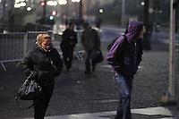 SAO PAULO, SP, 04/06/2013, FRIO. Manha gelada na capital paulista nessa teca-feira (04), nas ruas do centro de Sao Paulo pedestres se protegem do frio usando roupas pesadas  LUIZ GUARNIERI/BRAZIL PHOTO PRESS.