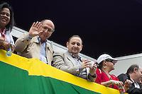 SAO PAULO, SP, 02 JUNHO 2013 - PARADA DO ORGULHO GLBT - O Governador de São Paulo Geraldo Alckemim acena do camarote da prefeitura para o público durante a 17 Parada do Orgulho LGBT na Avenida Paulista, na tarde deste domingo, 02. (FOTO: MARCELO BRAMMER / BRAZIL PHOTO PRESS).