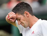 22-6-09, England, London, Wimbledon, Djokovic has a hard time in his match against Beneteau