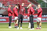 nph00001  17.05.2020 --- Fussball --- Saison 2019 2020 --- 2. Fussball - Bundesliga --- 26. Spieltag: FC Sankt Pauli - 1. FC Nürnberg ---  DFL regulations prohibit any use of photographs as image sequences and/or quasi-video - Only for editorial use ! --- <br /> <br /> Mannschaft FCN mit Mundschutz Maske <br /> <br /> Foto: Daniel Marr/Zink/Pool//via Kokenge/nordphoto