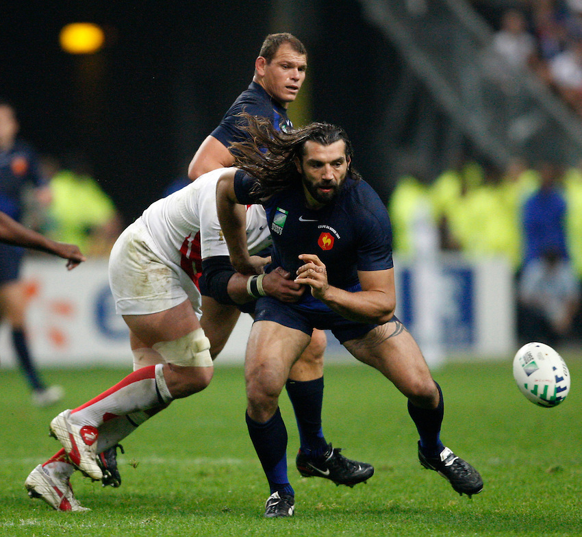 Photo: Richard Lane/Richard Lane Photography..England v France. Semi Final, IRB Rugby World Cup, RWC 2007. 13/10/2007. .France's Sebastien Chabal moves in for the ball.