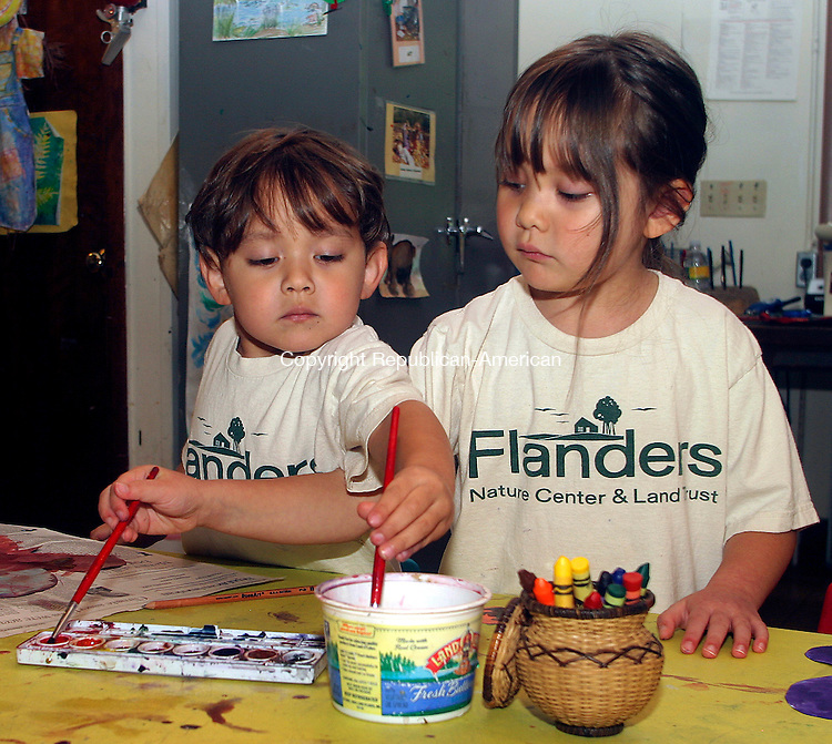 WOODBURY, CT.-16 SEPTEMBER 2009-091609DA04- Alex Usami, 3, and his sister Heidi Usami, 5, of Woodbury work together during a Be Smart with Art program to help develop their drawing and painting skills at Flanders Nature Center in Woodbury Wednesday. <br />  Darlene Douty Republican-American