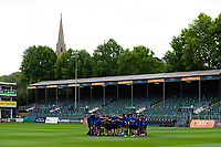 The Bath Rugby squad huddle together prior to the match. Gallagher Premiership match, between Bath Rugby and Gloucester Rugby on September 8, 2018 at the Recreation Ground in Bath, England. Photo by: Patrick Khachfe / Onside Images