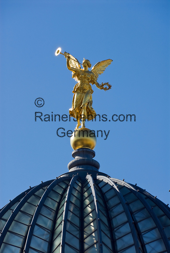 Deutschland, Freistaat Sachsen, Dresden: goldener Engel auf der Kuppel der Kunstakademie | Germany, the Free State of Saxony, Dresden: golden angel on top of dome of academy of arts