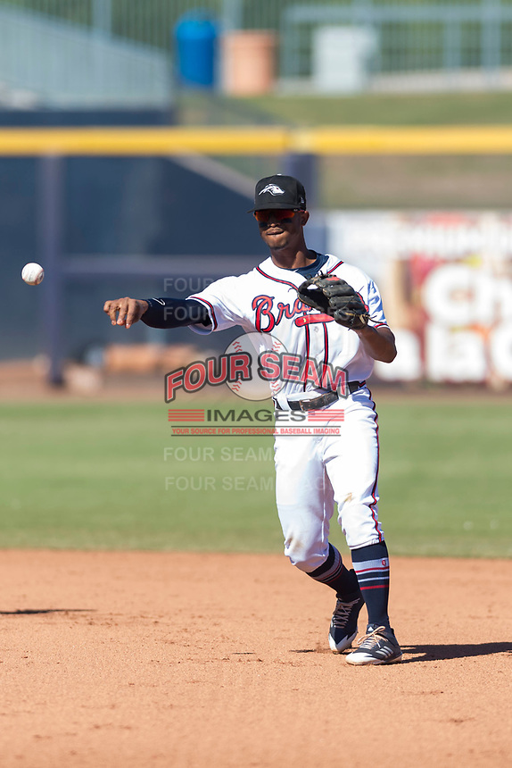 Peoria Javelinas second baseman Ray-Patrick Didder (1), of the Atlanta Braves organization, throws to first base during an Arizona Fall League game against the Scottsdale Scorpions at Peoria Sports Complex on October 18, 2018 in Peoria, Arizona. Scottsdale defeated Peoria 8-0. (Zachary Lucy/Four Seam Images)