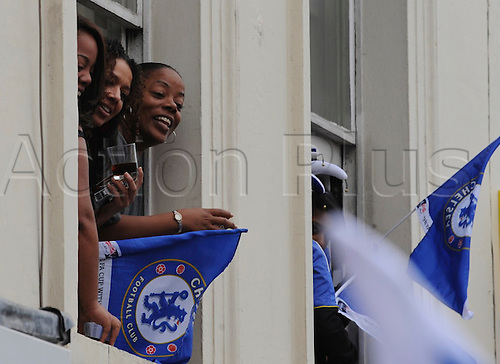 20.05.2012 Chelsea London, England..Champions League Cup Winners Parade atop the traditional open-top bus to the Stamford Bridge Ground. Picture shows the fans leaning out of their windows for a better look