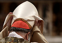 Un Cardinale si pone sul capo la mitra durante la Messa del Crisma in occasion del Giovedi' Santo, nella Basilica di San Pietro, Citta' del Vaticano, 13 aprile 2017.<br /> A cardinal puts on his mitre during the Chrism Mass for Holy Thursday in Saint Peter's Basilica at the Vatican, on April 13, 2017.<br /> UPDATE IMAGES PRESS/Isabella Bonotto<br /> STRICTLY ONLY FOR EDITORIAL USE
