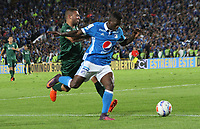 BOGOTA - COLOMBIA, 29-11-2017:Duvier Riascos (Der.) jugador de Millonarios disputa el balón conDavid Camacho (Izq.) jugador de Equidad, durante partido de vuelta  entre Millonarios  y Equidad , de los cuartos de final vuelta de la Liga Aguila II - 2017, jugado en el estadio Nemeso Camacho El Campín de la ciudad de Bogotá. / Duvier Riascos(R) player of Millonarios vies for the ball with David Camacho (L) player of Equidad, during a match for the second leg between Millonarios   and Equidad , to the quarter of finals backs for the Liga Aguila II - 2017 at the Nemesio Camacho El Campin in Bogota city: Vizzorimage / Felipe Caicedo / Staff