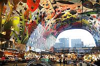 Rotterdam- De Markthal te Rotterdam is een woon- en winkelgebouw met inpandige markthal, gesitueerd bij Blaak. De opening vond plaats op 1 oktober 2014 .