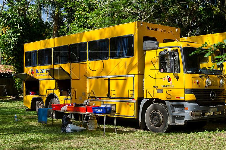 Caminhão personalizado para passeio turístico, Paraty- RJ, 12/2013.