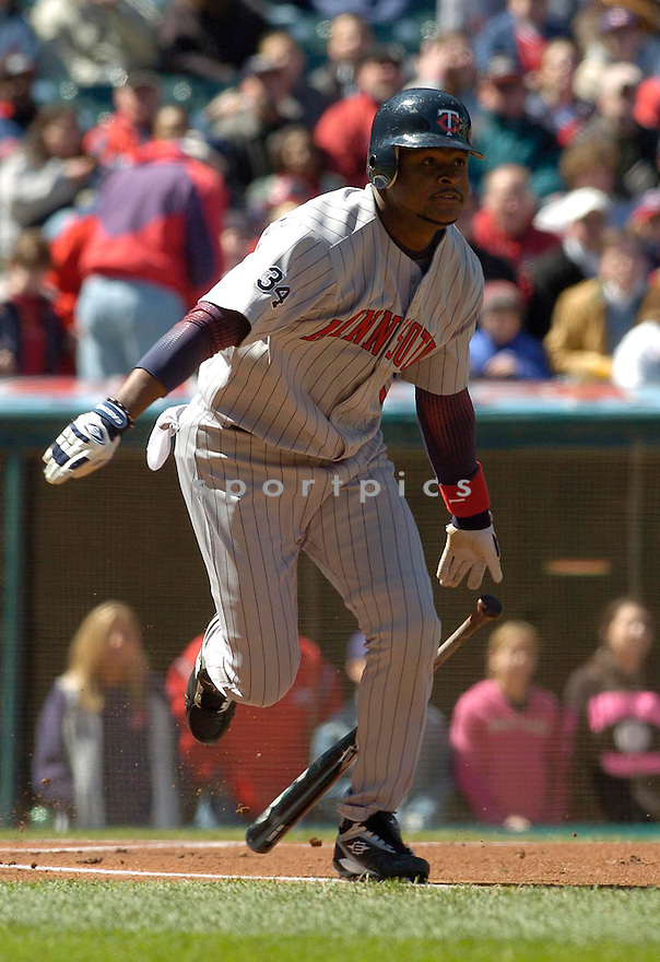 Luis Castillo of the Minnesota Twins, in action against the Indians on April 9, 2006...Indians win 3-2..David Durochik / SportPics