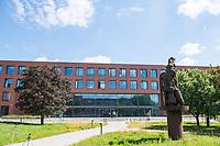 Pressetermin des Robert Koch-Instituts vor der Inbetriebnahme des Hochsicherheitslabors der Schutzstufe S4.<br /> In dem Labor der hoechsten Schutzstufe koennen am Standort Seestra&szlig;e in Berlin-Wedding hochansteckende, lebensbedrohliche Krankheitserreger wie Ebola-, Lassa- oder Nipah-Viren sicher untersucht werden.<br /> Der Betriebsbeginn ist am 31. Juli 2018.<br /> Im Bild: Der Neubau, in dem das S4-Labor untergebracht ist.<br /> ACHTUNG: Sperrfrist der Veroeffentlichung ist bis 25. Juli 2018 9.00 Uhr!<br /> 24.7.2018, Berlin<br /> Copyright: Christian-Ditsch.de<br /> [Inhaltsveraendernde Manipulation des Fotos nur nach ausdruecklicher Genehmigung des Fotografen. Vereinbarungen ueber Abtretung von Persoenlichkeitsrechten/Model Release der abgebildeten Person/Personen liegen nicht vor. NO MODEL RELEASE! Nur fuer Redaktionelle Zwecke. Don't publish without copyright Christian-Ditsch.de, Veroeffentlichung nur mit Fotografennennung, sowie gegen Honorar, MwSt. und Beleg. Konto: I N G - D i B a, IBAN DE58500105175400192269, BIC INGDDEFFXXX, Kontakt: post@christian-ditsch.de<br /> Bei der Bearbeitung der Dateiinformationen darf die Urheberkennzeichnung in den EXIF- und  IPTC-Daten nicht entfernt werden, diese sind in digitalen Medien nach &sect;95c UrhG rechtlich geschuetzt. Der Urhebervermerk wird gemaess &sect;13 UrhG verlangt.]