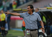 MEDELLÍN -COLOMBIA-28-09-2014. Flavio Torres técnico de Once Caldas gesticula durante partido contra Atlético Nacional por la fecha 12 de la Liga Postobón II 2014 jugado en el estadio Atanasio Girardot de la ciudad de Medellín./ Flavio Torres coach of Once Caldas gestures during the match against Atletico Nacional for the 12th date of the Postobon League II 2014 at Atanasio Girardot stadium in Medellin city. Photo: VizzorImage/Luis Ríos/STR