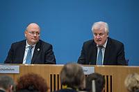 Erklaerung am Dienstag den 8. Januar 2019 in Berlin von Bundesinnenminister Horst Seehofer (rechts) zusammen mit Holger Muench, Praesident des Bundeskriminalamtes (BKA) und Arne Schoenbohm (links), Praesident des Bundesamtes fuer Sicherheit in der Informationstechnik (BSI) zu den aktuellen bekannt gewordenen Datendiebstaehlen bei Politikern, Journalisten und Persoenen des oeffentlichen Interesses.<br /> 8.1.2019, Berlin<br /> Copyright: Christian-Ditsch.de<br /> [Inhaltsveraendernde Manipulation des Fotos nur nach ausdruecklicher Genehmigung des Fotografen. Vereinbarungen ueber Abtretung von Persoenlichkeitsrechten/Model Release der abgebildeten Person/Personen liegen nicht vor. NO MODEL RELEASE! Nur fuer Redaktionelle Zwecke. Don't publish without copyright Christian-Ditsch.de, Veroeffentlichung nur mit Fotografennennung, sowie gegen Honorar, MwSt. und Beleg. Konto: I N G - D i B a, IBAN DE58500105175400192269, BIC INGDDEFFXXX, Kontakt: post@christian-ditsch.de<br /> Bei der Bearbeitung der Dateiinformationen darf die Urheberkennzeichnung in den EXIF- und  IPTC-Daten nicht entfernt werden, diese sind in digitalen Medien nach §95c UrhG rechtlich geschuetzt. Der Urhebervermerk wird gemaess §13 UrhG verlangt.]