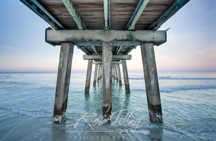 USA, FL, Naples, Naples Pier at Dawn
