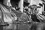 Stuck on the sidewalk in front of the Bourse du Travail, a couple of hundred workers remained stubbornly camping in the street for more than a month, braving the rain, under apalling conditions.