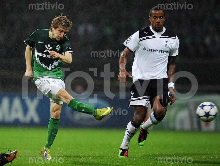 FUSSBALL   CHAMPIONS LEAGUE   SAISON 2010/2011  GRUPPENPHASE  SV Werder Bremen - Tottenham Hotspur      14.09.2010 Marko MARIN (li, Bremen) gegen Tom HUDDLESTONE (re, Tottenham)