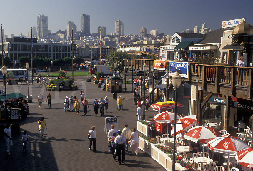 AJ3781, San Francisco, outdoor cafe, Fisherman' Wharf, Bay Area, California, Pier 39 on Fisherman's Wharf in San Francisco in the state of California. Skyline of downtown San Francisco in the distance.