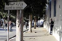 Tunisi, Gennaio 2015<br /> La Tunisia a 4 anni dalla rivoluzione che port&ograve; all'esilio il dittatore Ben Ali. <br /> Spazzino e Ministero delle Finanze