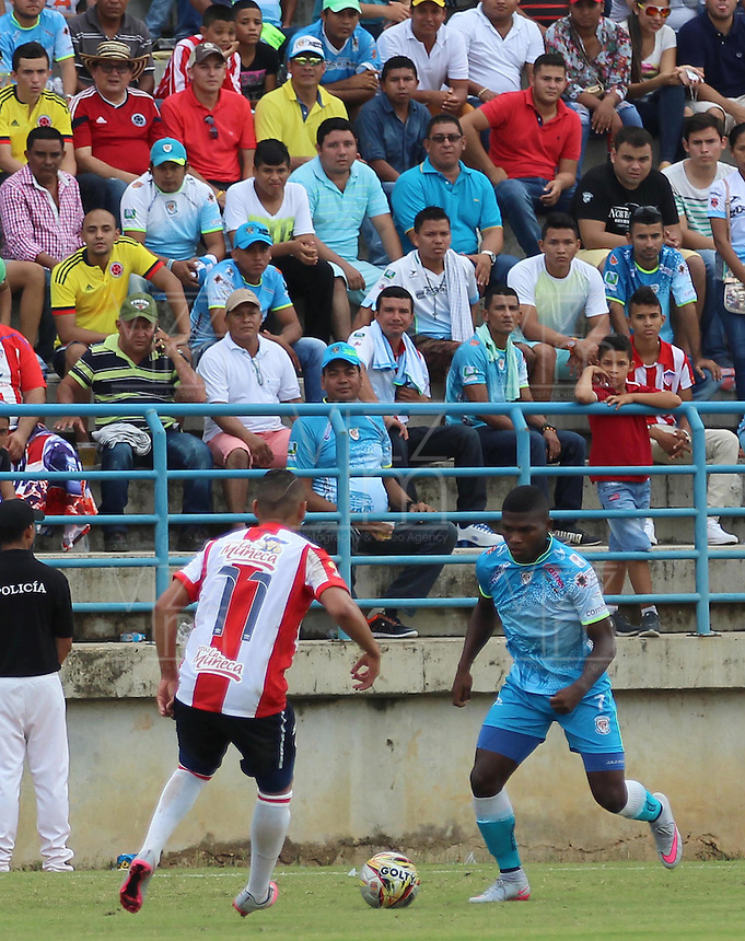MONTERIA - COLOMBIA - 01-01-2000: William Palacio (Der.) jugador de Jaguares FC disputa el balón con Jarlan Barrera (Izq.) jugador de Atletico Junior durante partido entre Jaguares FC y Atletico Junior por la fecha 5 de la Liga Aguila II 2015, jugado en el estadio Municipal de Monteria. / William Palacio (R) player of Jaguares FC vies for the ball with Jarlan Barrera (L) player of Atletico Junior, during a match between Jaguares FC and Atletico Junior for the  date 5 of the Liga Aguila II 2015 played at the Municipal de Monteria Stadium in Monteria city, Photo: VizzorImage /